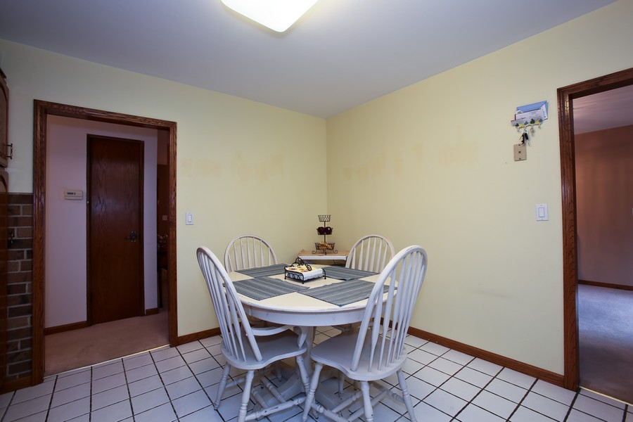 Real Estate Photography - 7721 Warwick Ave, Darien, IL, 60561 - Breakfast Area