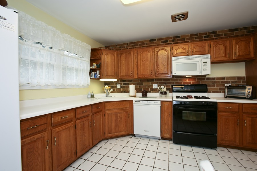 Real Estate Photography - 7721 Warwick Ave, Darien, IL, 60561 - Kitchen