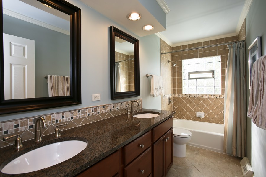 Real Estate Photography - 621 Magnolia Ct, Lombard, IL, 60148 - Master Bathroom
