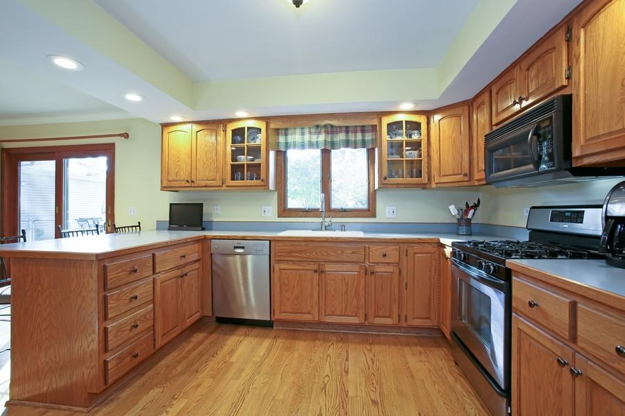 Real Estate Photography - 621 Magnolia Ct, Lombard, IL, 60148 - Kitchen