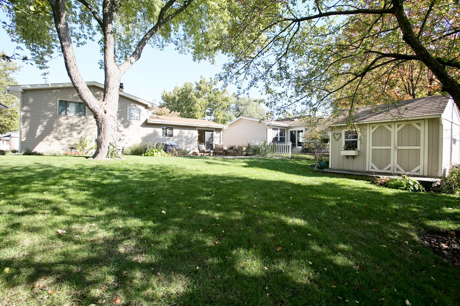 Real Estate Photography - 621 Magnolia Ct, Lombard, IL, 60148 - Back Yard