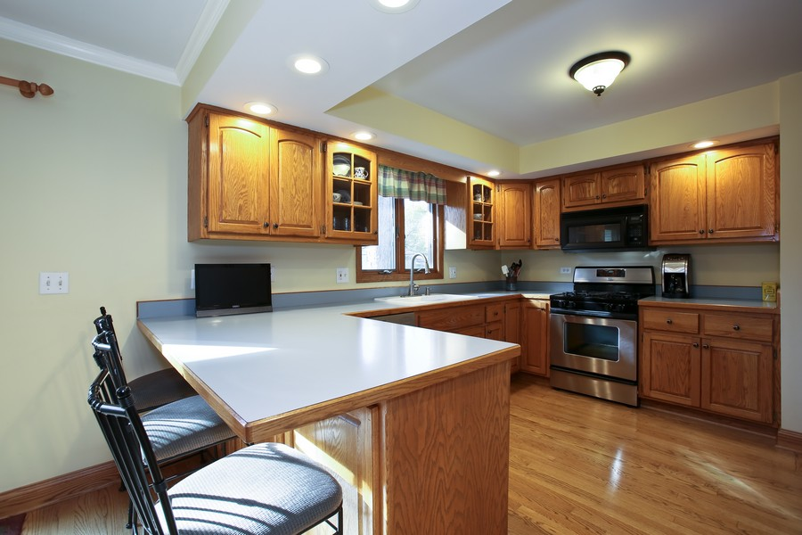 Real Estate Photography - 621 Magnolia Ct, Lombard, IL, 60148 - Kitchen