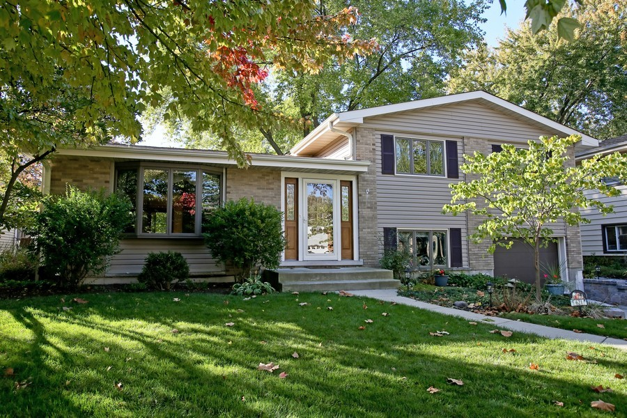 Real Estate Photography - 621 Magnolia Ct, Lombard, IL, 60148 - Front View