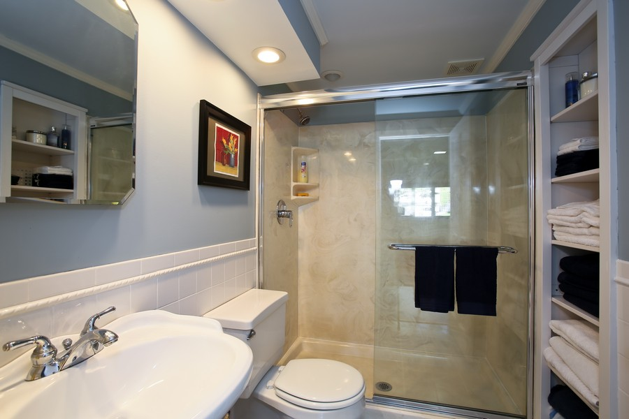 Real Estate Photography - 621 Magnolia Ct, Lombard, IL, 60148 - Bathroom