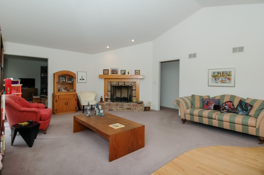 Real Estate Photography - 457 Park Barrington Dr, Barrington, IL, 60010 - Living Room