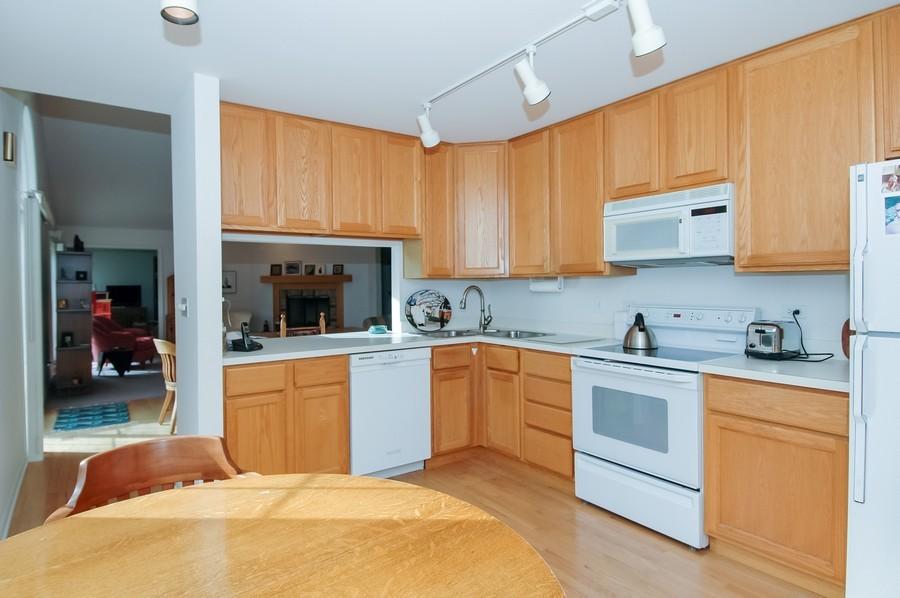 Real Estate Photography - 457 Park Barrington Dr, Barrington, IL, 60010 - Kitchen