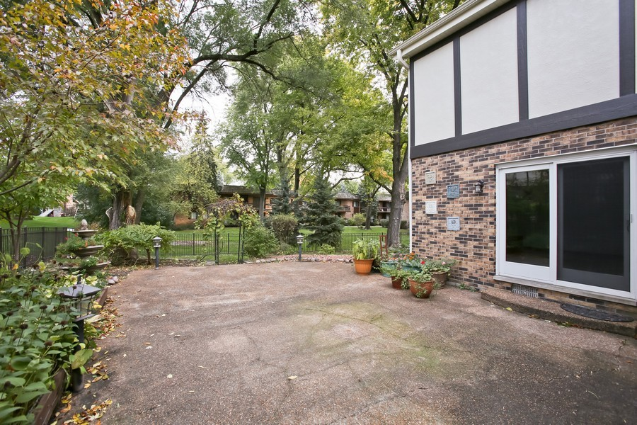 Real Estate Photography - 8001 Winter Cir, Downers Grove, IL, 60516 - Patio