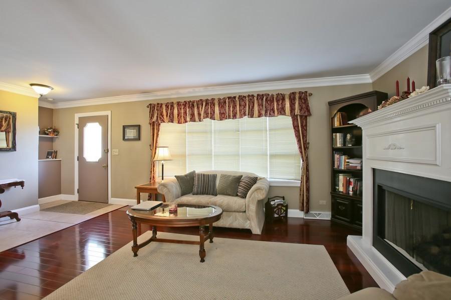 Real Estate Photography - 426 Blackhawk Dr, Westmont, IL, 60559 - Living Room