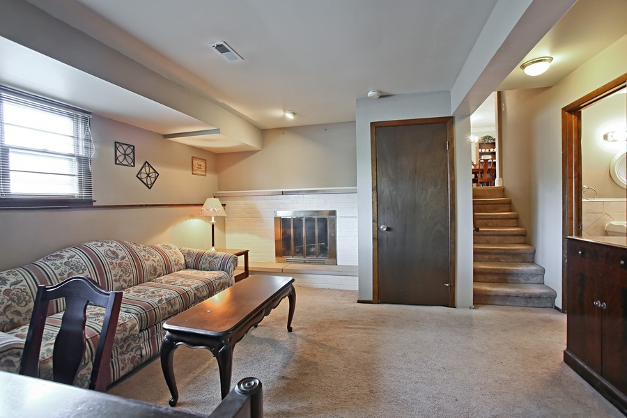 Real Estate Photography - 426 Blackhawk Dr, Westmont, IL, 60559 - Family Room