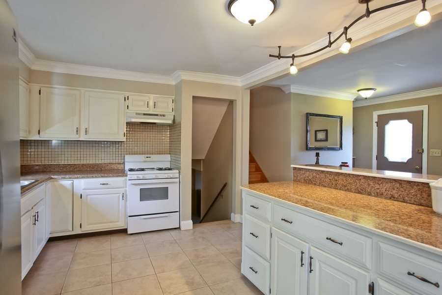 Real Estate Photography - 426 Blackhawk Dr, Westmont, IL, 60559 - Kitchen