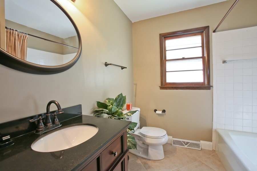 Real Estate Photography - 426 Blackhawk Dr, Westmont, IL, 60559 - Bathroom