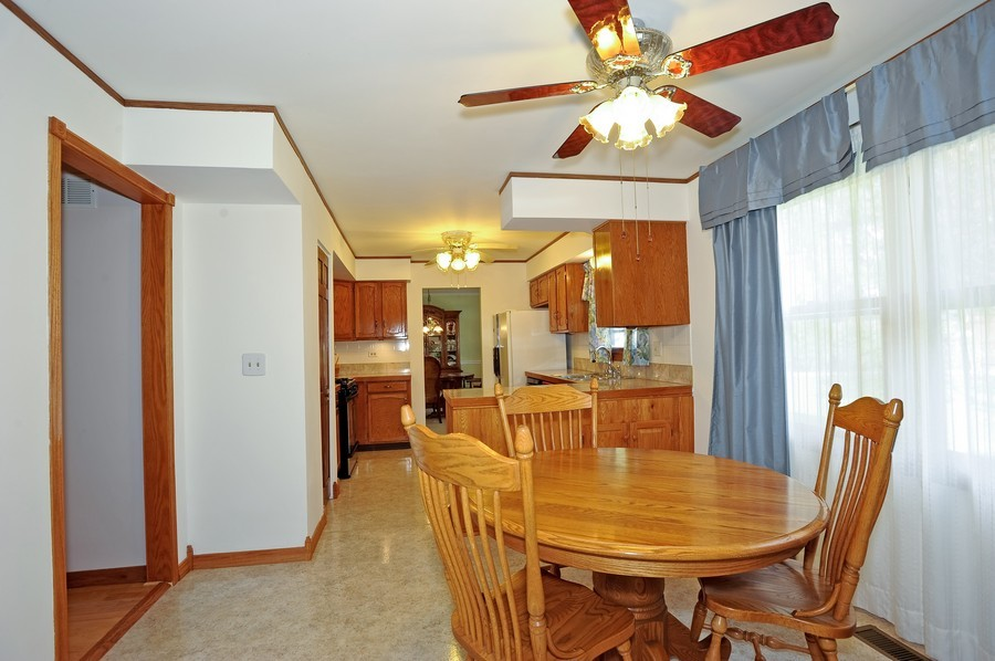 Real Estate Photography - 1712 Smokey Ct, Naperville, IL, 60563 - Kitchen / Breakfast Room