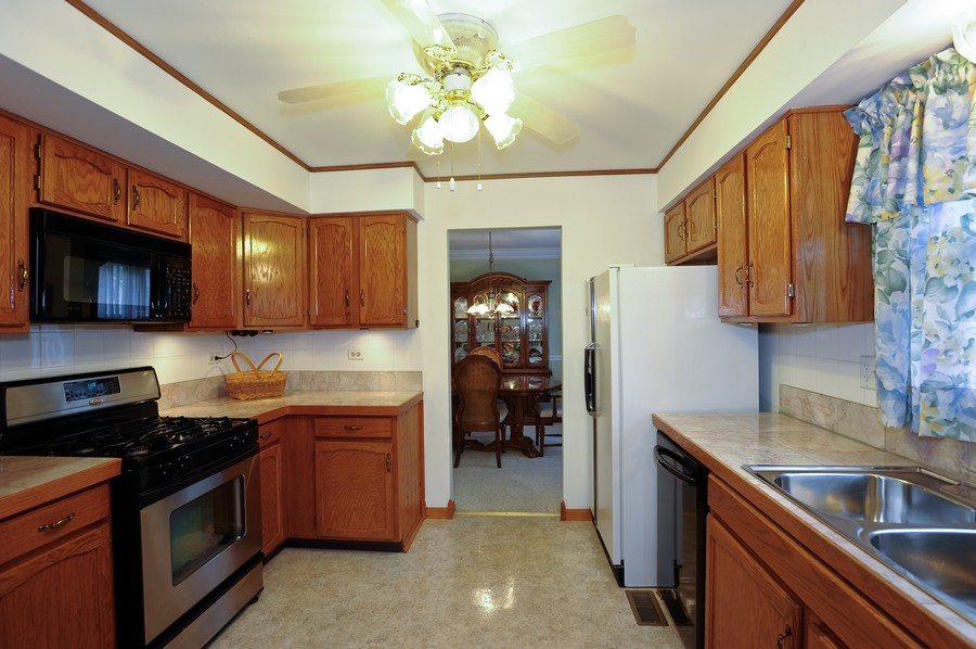Real Estate Photography - 1712 Smokey Ct, Naperville, IL, 60563 - Kitchen