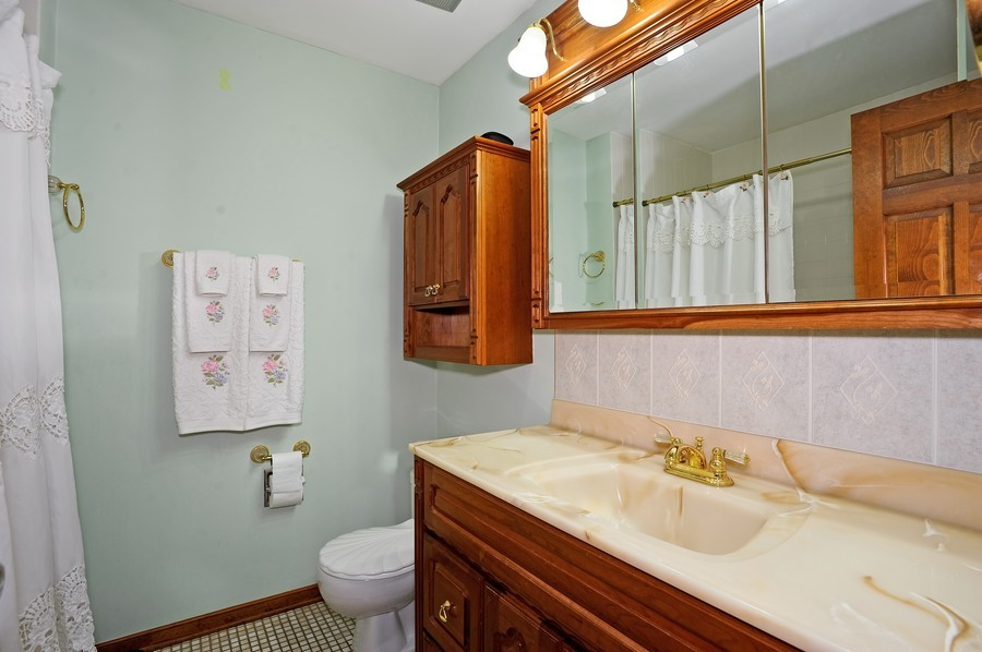 Real Estate Photography - 1712 Smokey Ct, Naperville, IL, 60563 - Bathroom