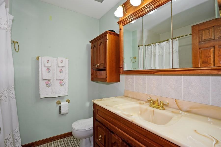Real Estate Photography - 1712 Smokey Ct, Naperville, IL, 60563 - Bathroom