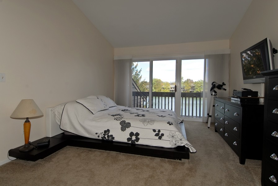 Real Estate Photography - 12 Lakewood Cir, 12, St. Charles, IL, 60174 - Master Bedroom