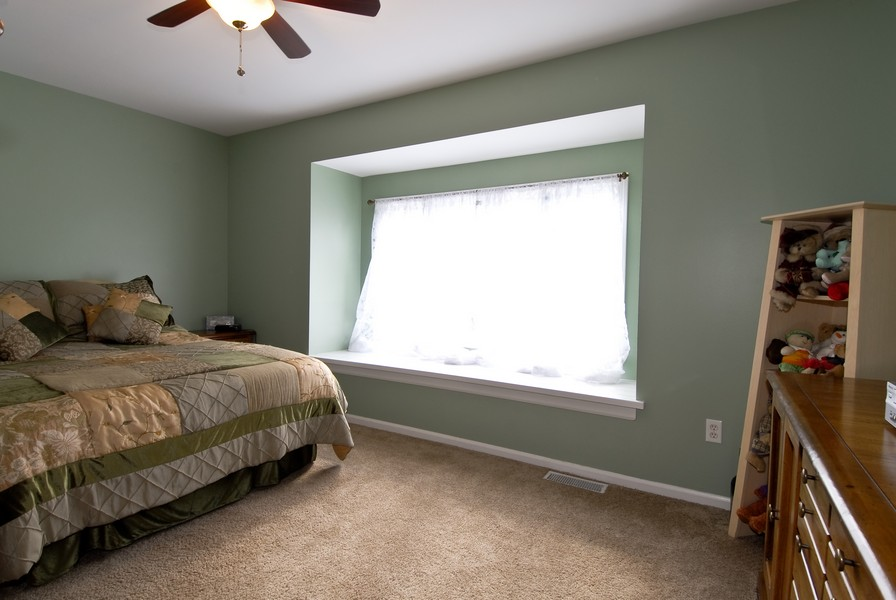 Real Estate Photography - 12 Lakewood Cir, 12, St. Charles, IL, 60174 - 2nd Bedroom
