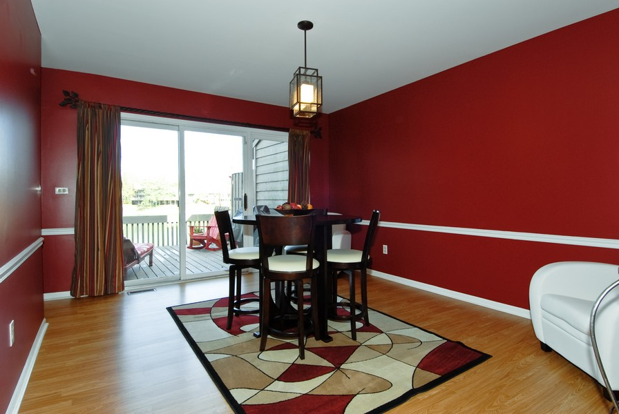 Real Estate Photography - 12 Lakewood Cir, 12, St. Charles, IL, 60174 - Dining Room
