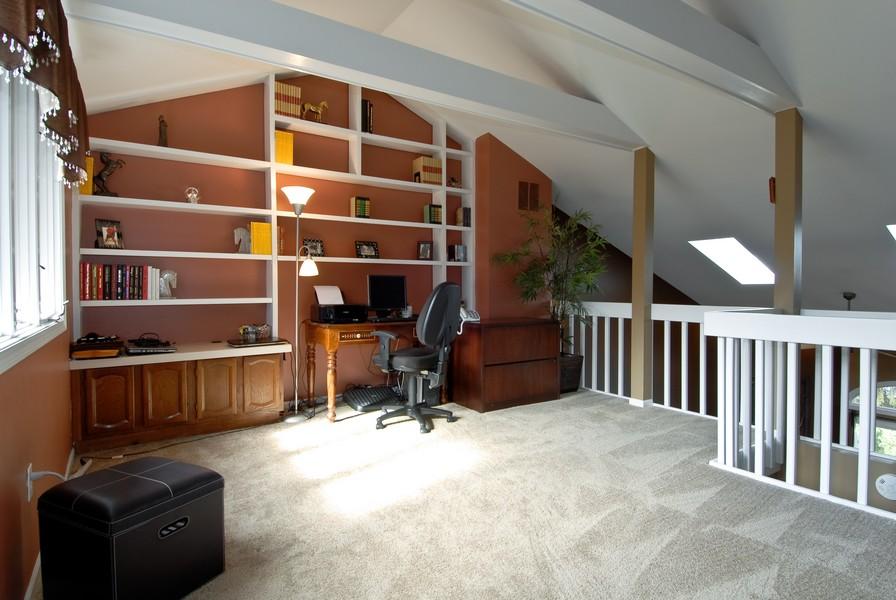 Real Estate Photography - 12 Lakewood Cir, 12, St. Charles, IL, 60174 - Loft