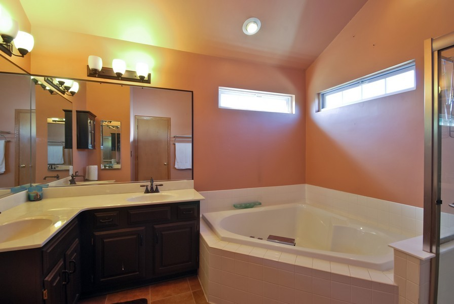 Real Estate Photography - 724 Mayfair Dr, Carol Stream, IL, 60188 - Master Bathroom