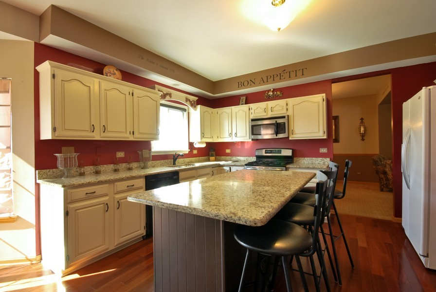 Real Estate Photography - 724 Mayfair Dr, Carol Stream, IL, 60188 - Kitchen