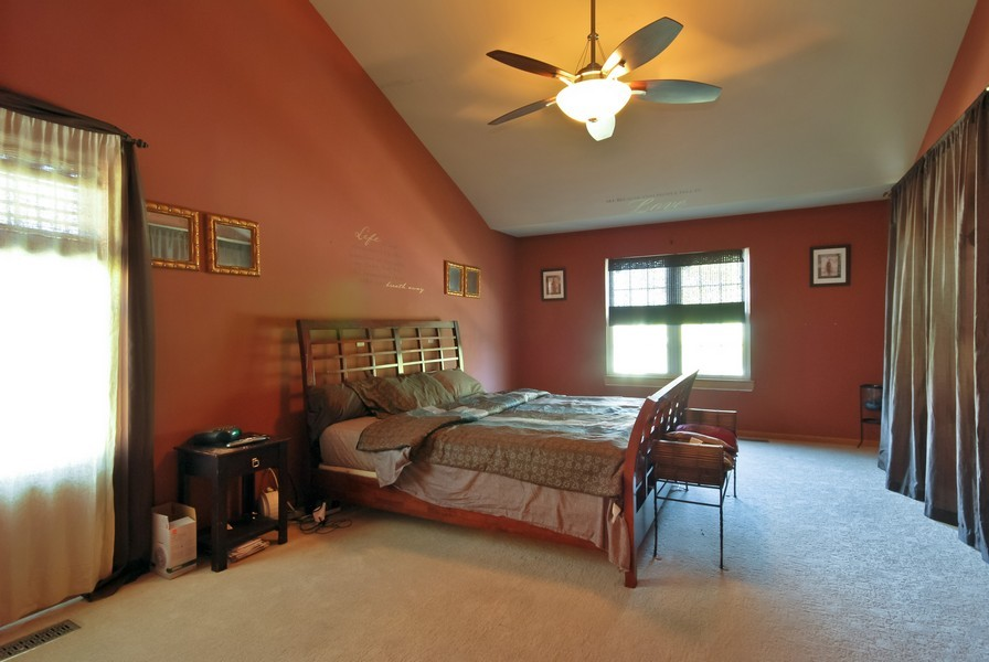 Real Estate Photography - 724 Mayfair Dr, Carol Stream, IL, 60188 - Master Bedroom