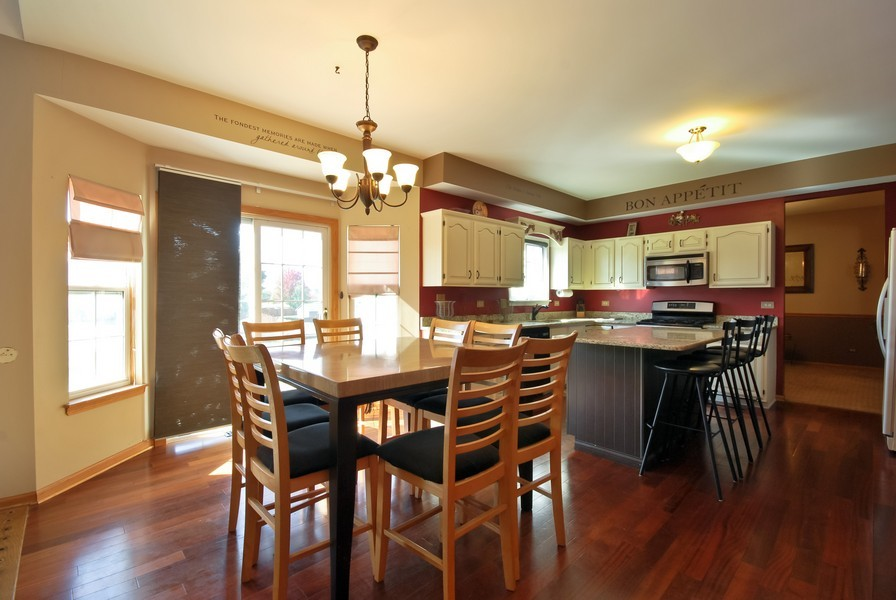 Real Estate Photography - 724 Mayfair Dr, Carol Stream, IL, 60188 - Kitchen / Breakfast Room