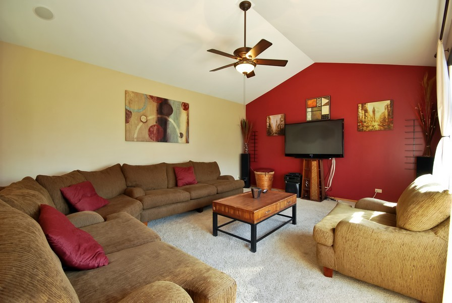 Real Estate Photography - 724 Mayfair Dr, Carol Stream, IL, 60188 - Family Room