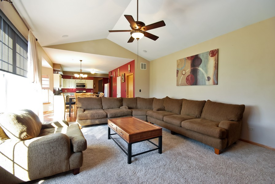 Real Estate Photography - 724 Mayfair Dr, Carol Stream, IL, 60188 - Family Room / Kitchen