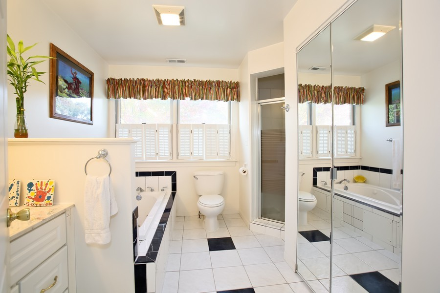Real Estate Photography - 621 Dawn Pl, Downers Grove, IL, 60515 - Master Bathroom