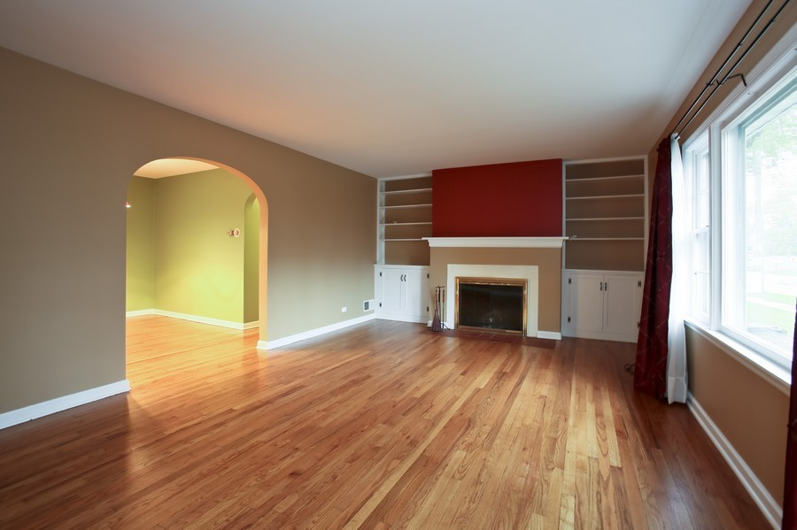 Real Estate Photography - 5621 Plymouth, Downers Grove, IL, 60516 - Living Room