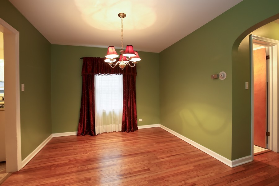 Real Estate Photography - 5621 Plymouth, Downers Grove, IL, 60516 - Dining Room