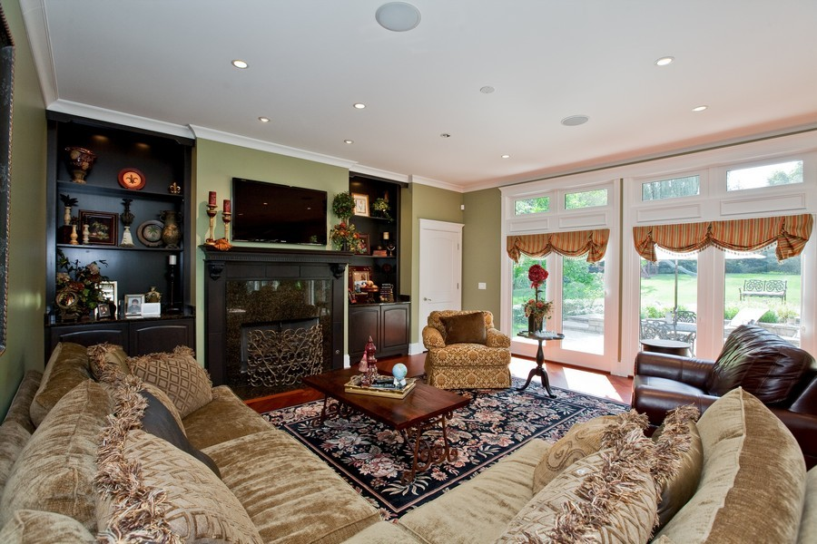 Real Estate Photography - 15 Shelburne Dr, Oak Brook, IL, 60523 - Family Room