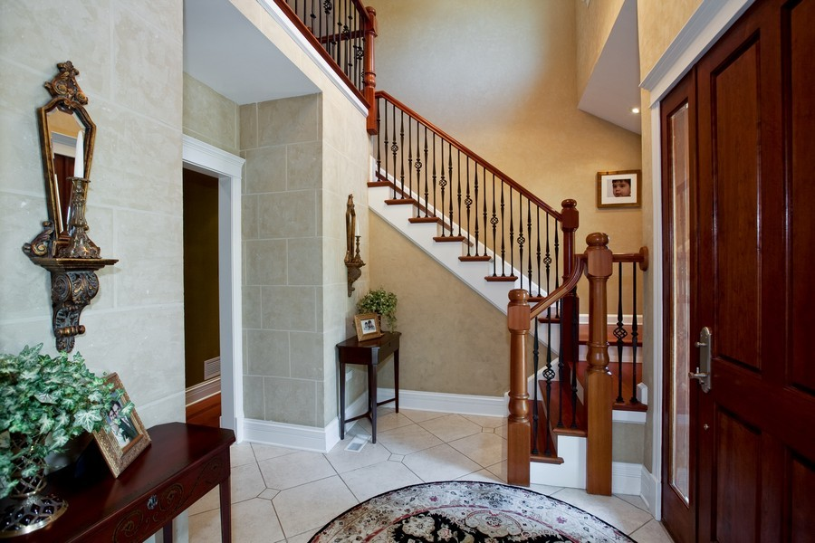 Real Estate Photography - 15 Shelburne Dr, Oak Brook, IL, 60523 - Foyer