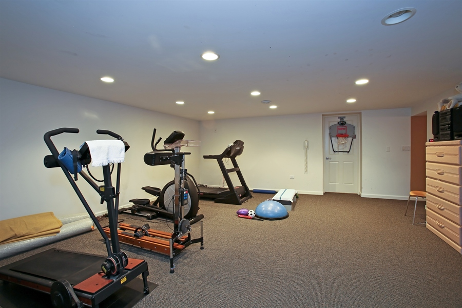 Real Estate Photography - 15 Shelburne Dr, Oak Brook, IL, 60523 - Exercise Room