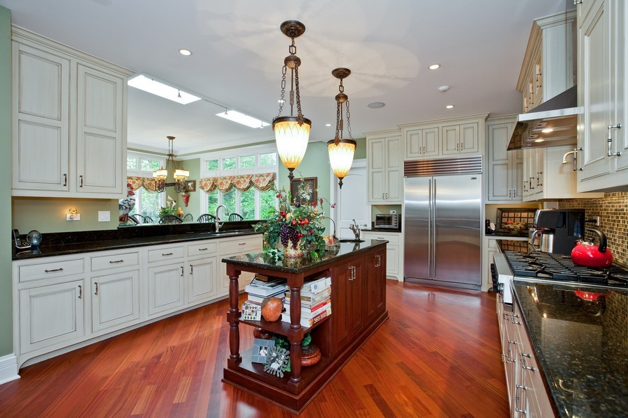 Real Estate Photography - 15 Shelburne Dr, Oak Brook, IL, 60523 - Kitchen