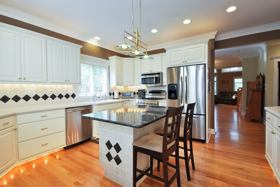 Real Estate Photography - 925 Oak Crest Ln, St. Charles, IL, 60175 - Kitchen
