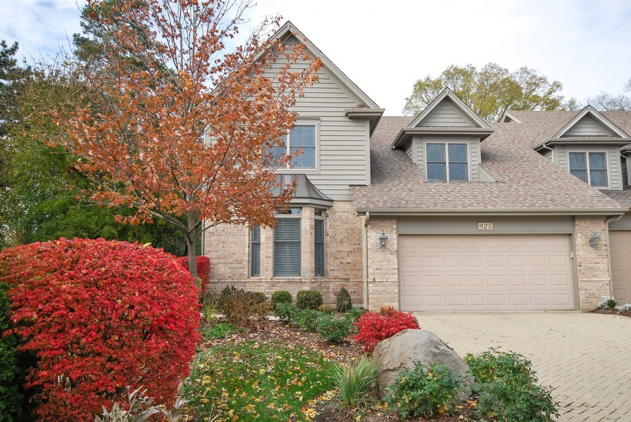 Real Estate Photography - 925 Oak Crest Ln, St. Charles, IL, 60175 - Front View