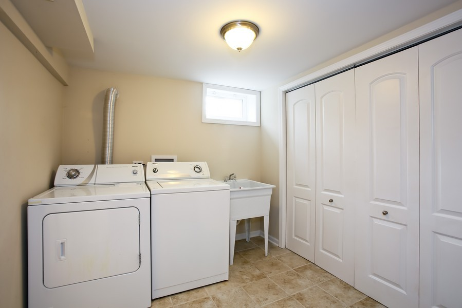 Real Estate Photography - 920 Meadowlawn Ave, Downers Grove, IL, 60516 - Laundry Room