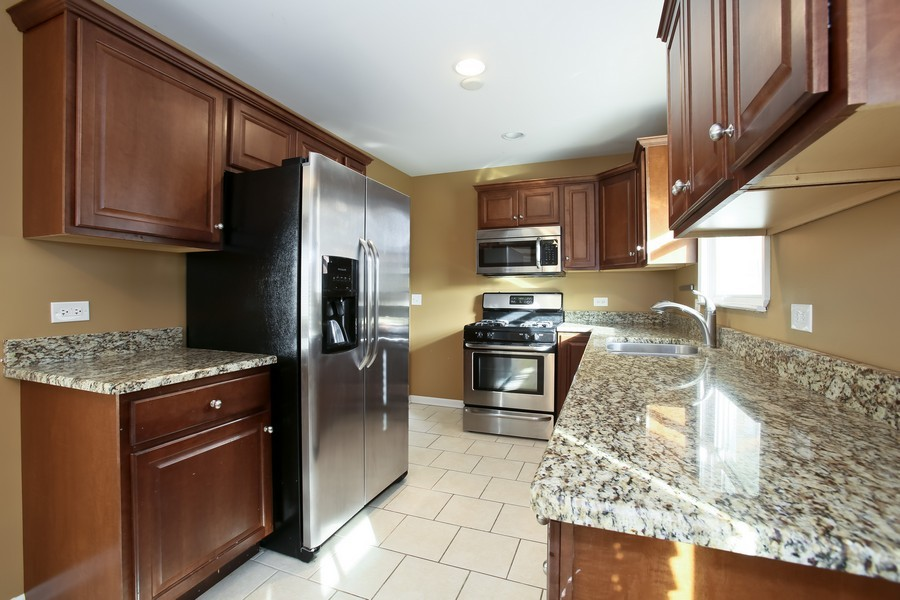Real Estate Photography - 920 Meadowlawn Ave, Downers Grove, IL, 60516 - Kitchen