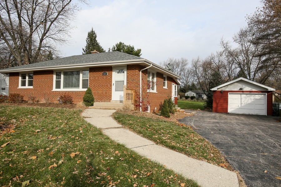 Real Estate Photography - 920 Meadowlawn Ave, Downers Grove, IL, 60516 - Front View