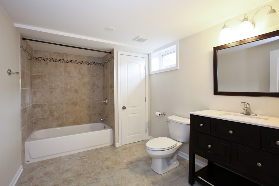 Real Estate Photography - 920 Meadowlawn Ave, Downers Grove, IL, 60516 - Bathroom