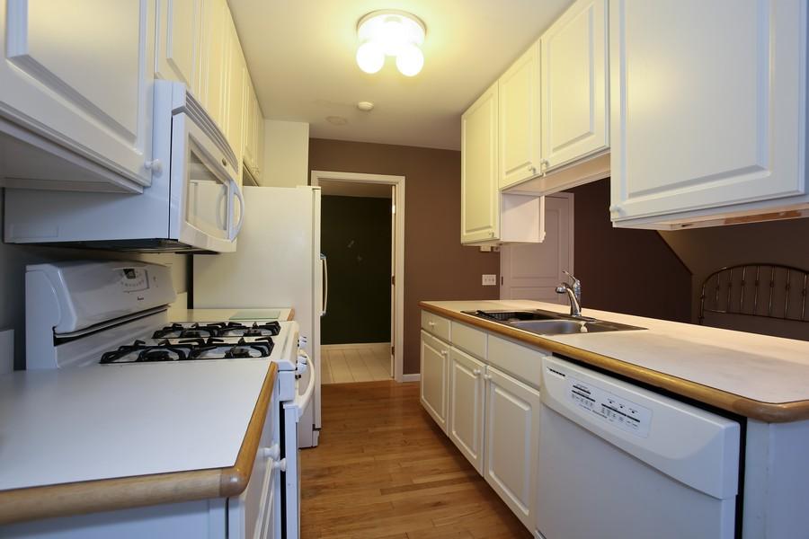 Real Estate Photography - 1905 Redondo Ct, Darien, IL, 60561 - Kitchen