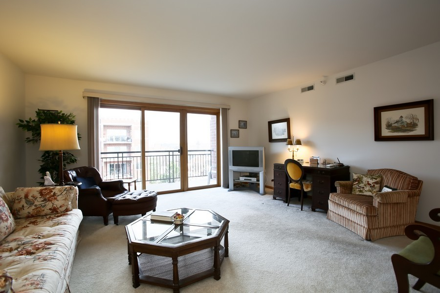 Real Estate Photography - 100 N Gary Ave, Unit 409, Wheaton, IL, 60187 - Living Room