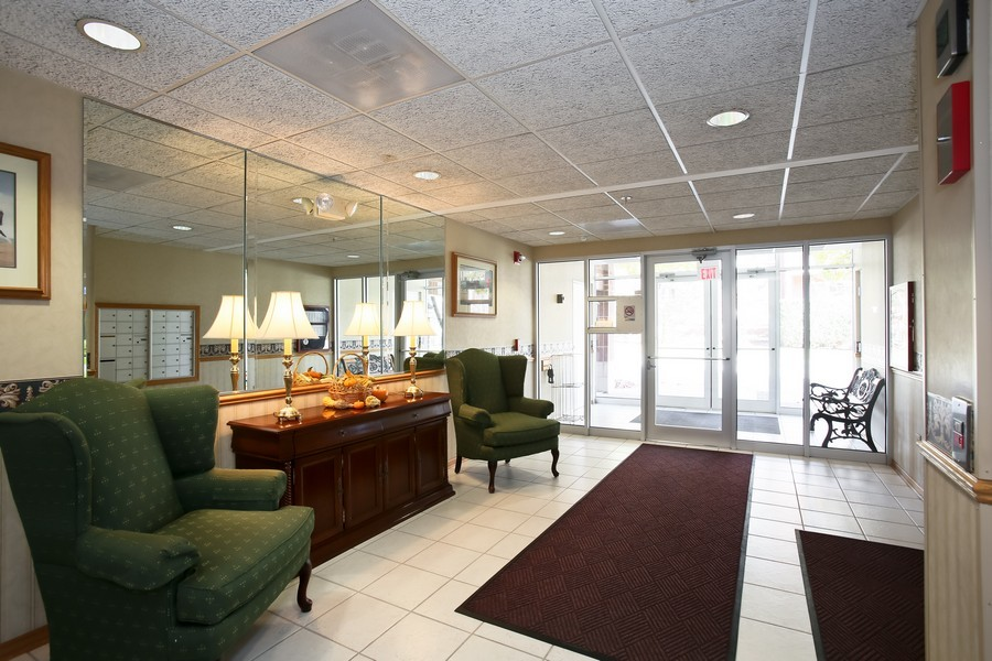 Real Estate Photography - 100 N Gary Ave, Unit 409, Wheaton, IL, 60187 - Building Lobby