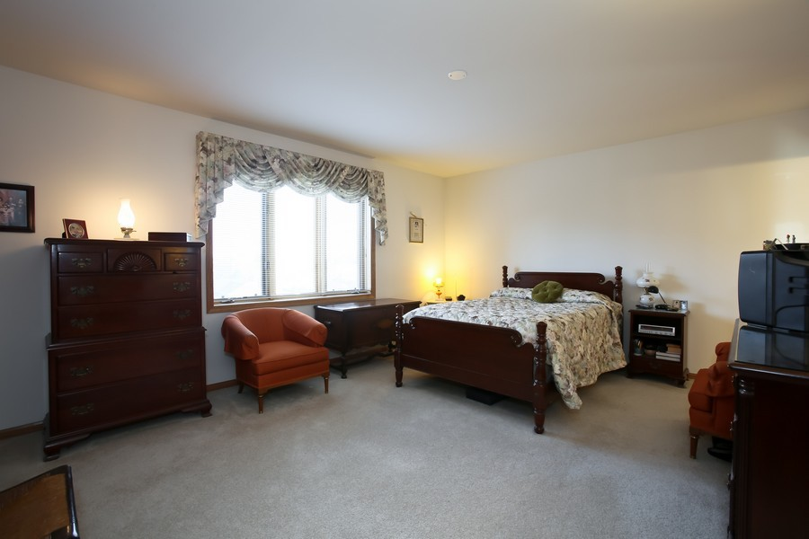 Real Estate Photography - 100 N Gary Ave, Unit 409, Wheaton, IL, 60187 - Master Bedroom