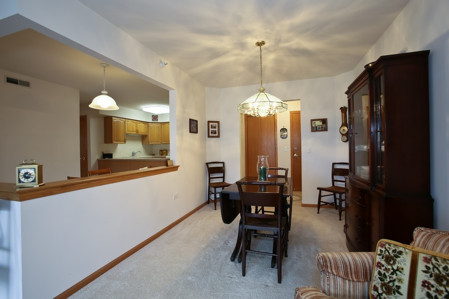 Real Estate Photography - 100 N Gary Ave, Unit 409, Wheaton, IL, 60187 - Dining Room