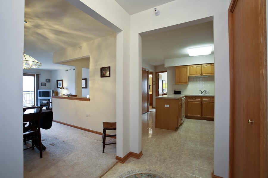 Real Estate Photography - 100 N Gary Ave, Unit 409, Wheaton, IL, 60187 - Foyer