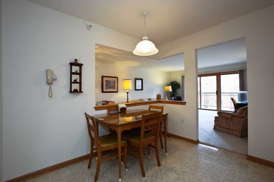 Real Estate Photography - 100 N Gary Ave, Unit 409, Wheaton, IL, 60187 - Kitchen Eating Area