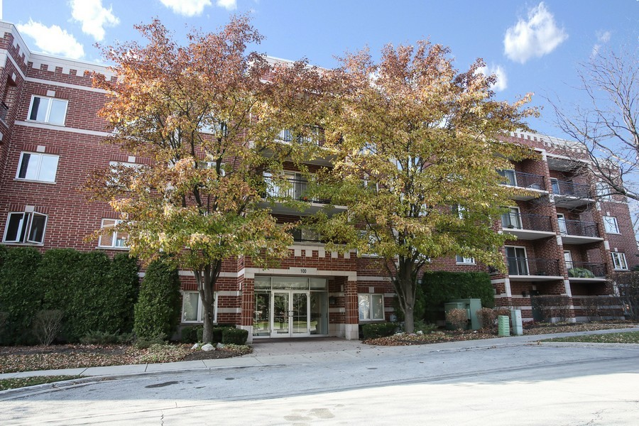 Real Estate Photography - 100 N Gary Ave, Unit 409, Wheaton, IL, 60187 - Front View